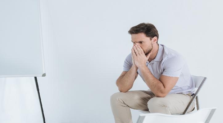 psicologo-bormujos-hombre-deprimido